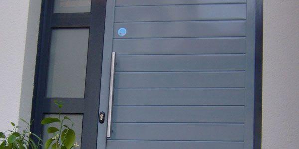 Porte moderne en bois et aluminium